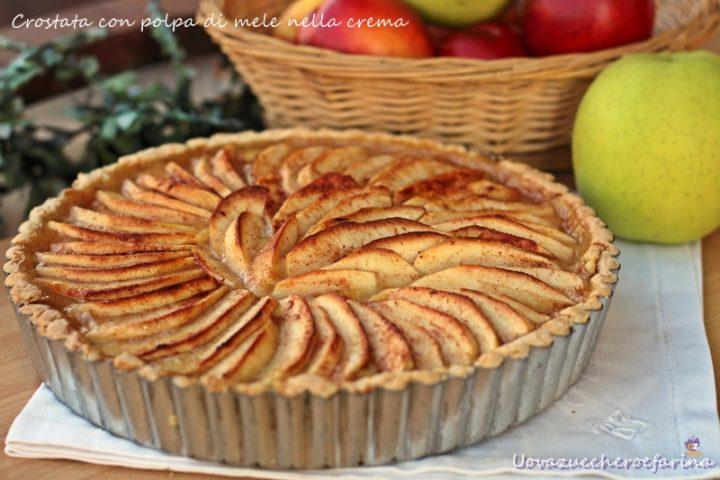 crostata con polpa di mele nella crema