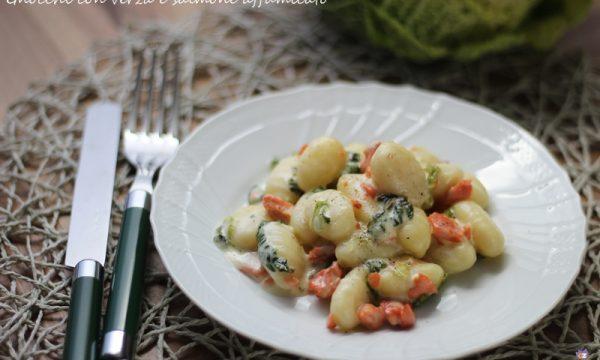 Gnocchi con verza e salmone affumicato