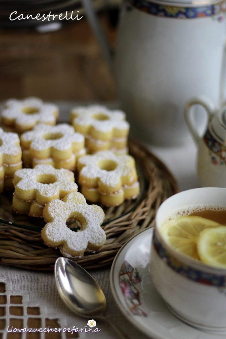 i biscotti canestrelli tradizionali con i tuorli sodi