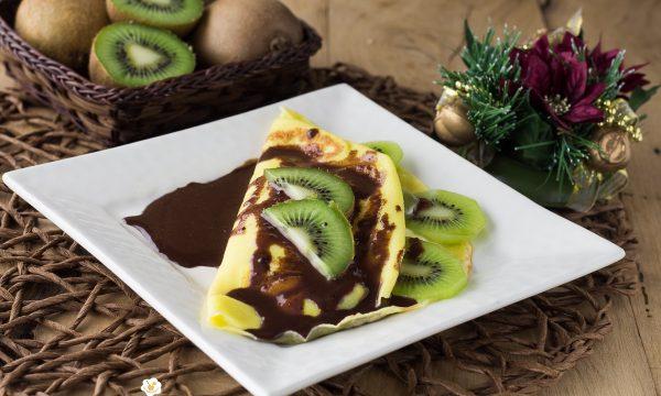 Crepes con crema, kiwi e salsa di cioccolato