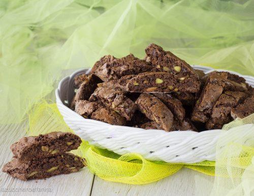 Cantucci al cacao con cioccolato e pistacchi