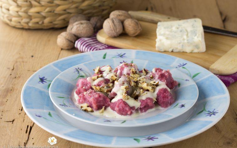 Gnocchi di barbabietola con gorgonzola e noci