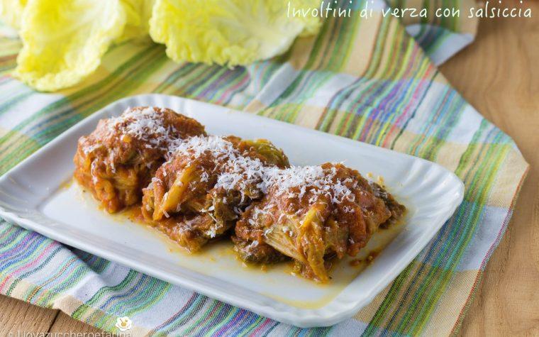Involtini di verza con salsiccia in salsa di pomodoro