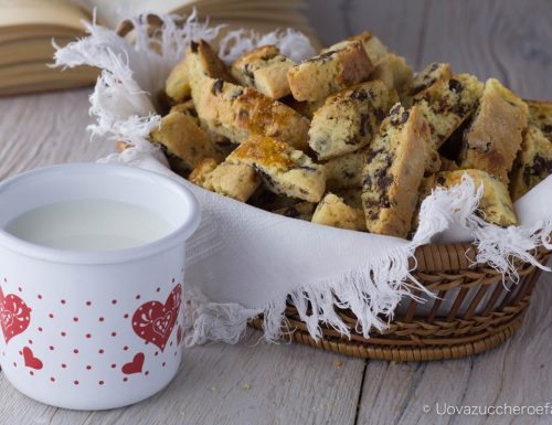 Biscotti con frutta secca bacche di Goji e cioccolato
