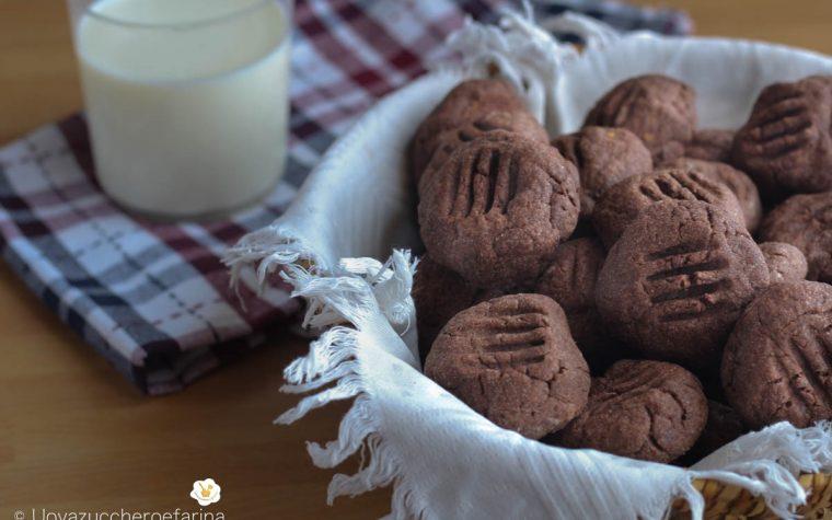Biscotti ripieni di cioccolato