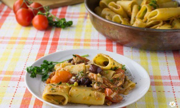 Paccheri con sgombri e olive taggiasche