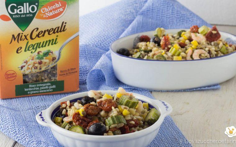 Mix di cereali e legumi con zucchine e gamberetti