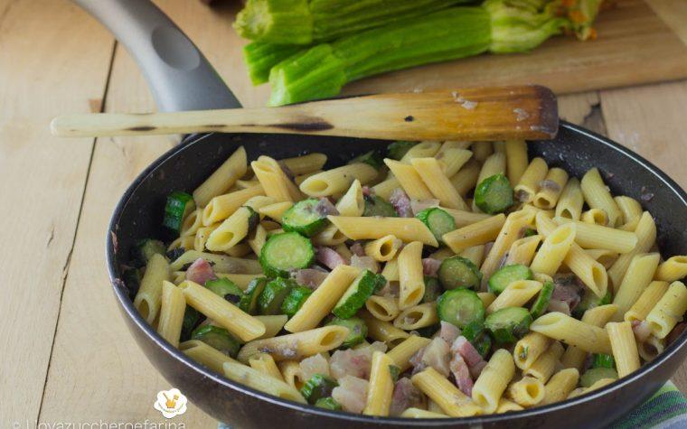 Penne con zucchine e guanciale