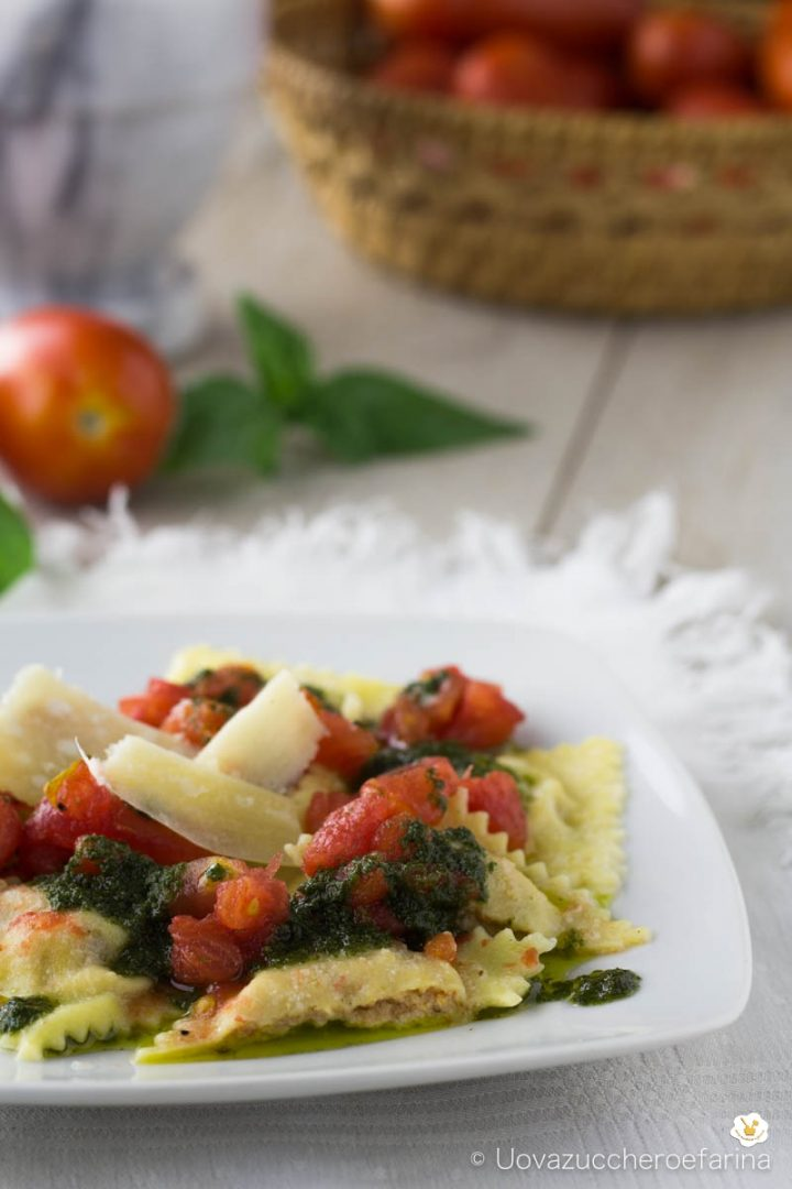 ravioli ripieno ricotta pappa pomodoro olio basilico