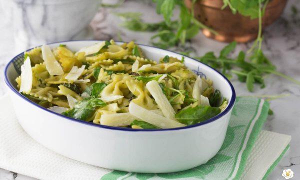 Pasta fredda con zucchine trifolate pesto e rucola