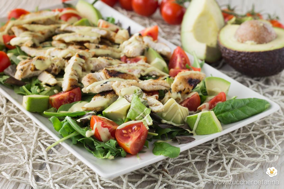 ricetta insalata pollo freddo avocado pomodorini