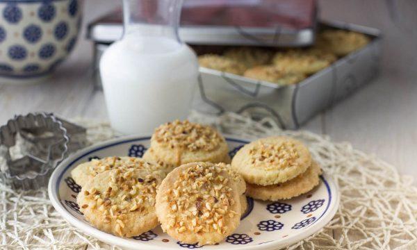 Biscotti alla granella di nocciole