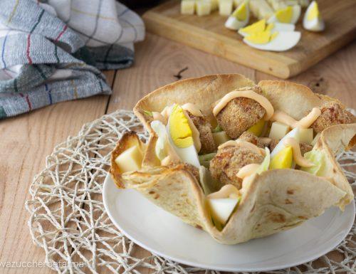 Cestini di piadina con insalata di pollo e salsa Cheddar