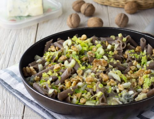 Penne di grano saraceno con gorgonzola sedano e noci