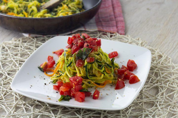 spaghetti zucchine carote pomodoro fresco ricetta light