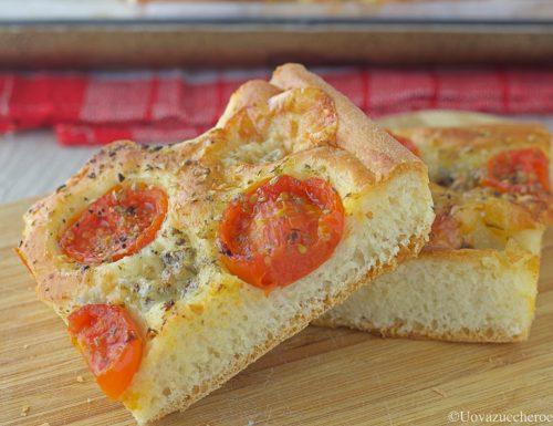 Focaccia con pomodorini e gorgonzola
