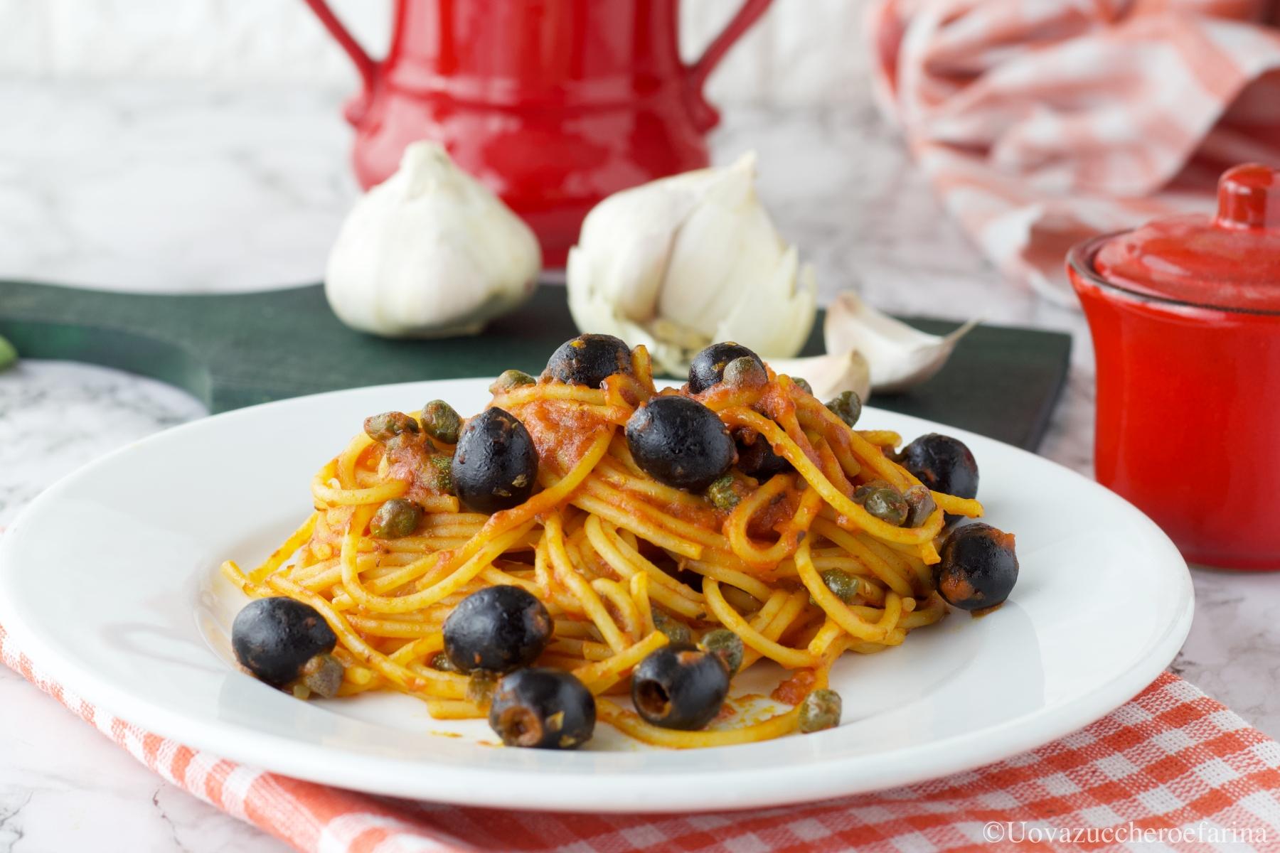 spaghetti olive capperi pomodoro