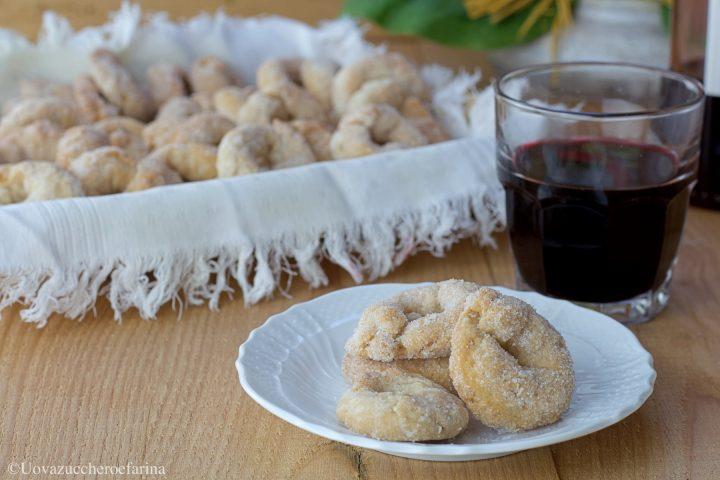 ciambelline vino rosso ricetta biscotti
