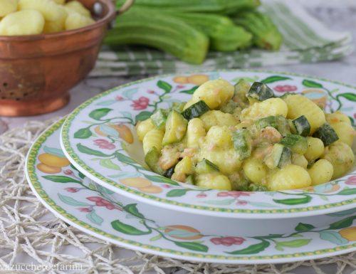 Gnocchi con zucchine salmone e panna