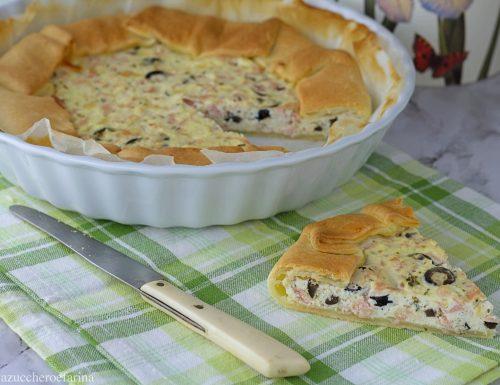 Torta salata con prosciutto cotto e olive