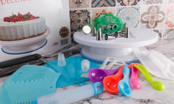 Come decorare una torta di compleanno: suggerimenti e attrezzature.