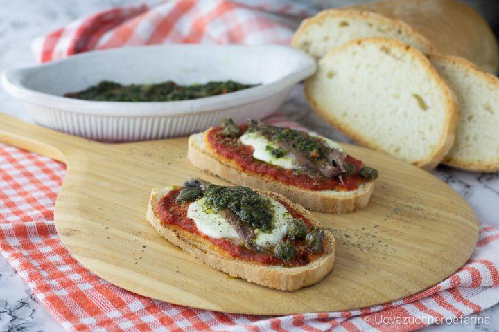 crostoni acciughe salsa verde ricetta