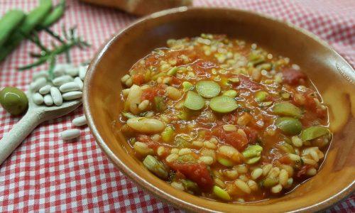 Zuppa di fave, fagioli e orzo