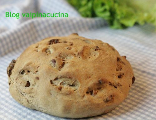 Pane fatto in casa con noci di Sorrento