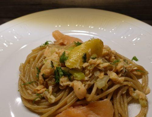 Spaghetti integrali con salmone affumicato