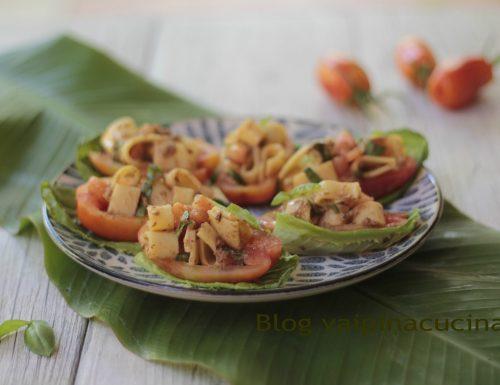 Barchette di pomodoro ripiene