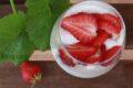 Dessert di fragole senza panna