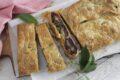 Pasta sfoglia ripiena con cavolo viola