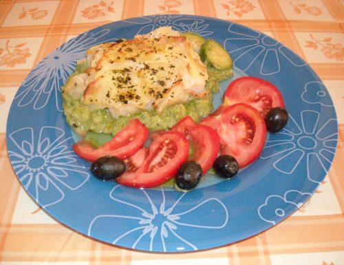 merluzzo in crosta di patate con crema di zucchine e olive nere