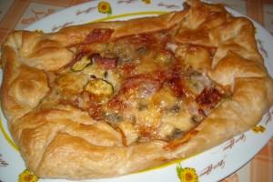 torta rustica con zucchine,prosciutto e gorgonzola