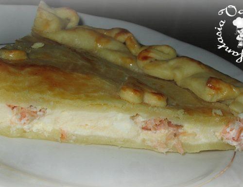 Torta con salmone e robiola