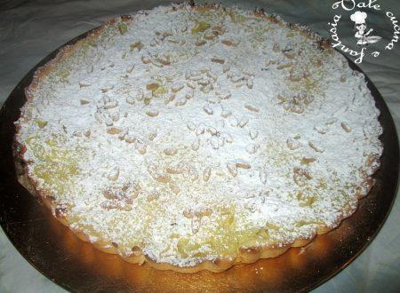Crostata alla crema con mele e pinoli