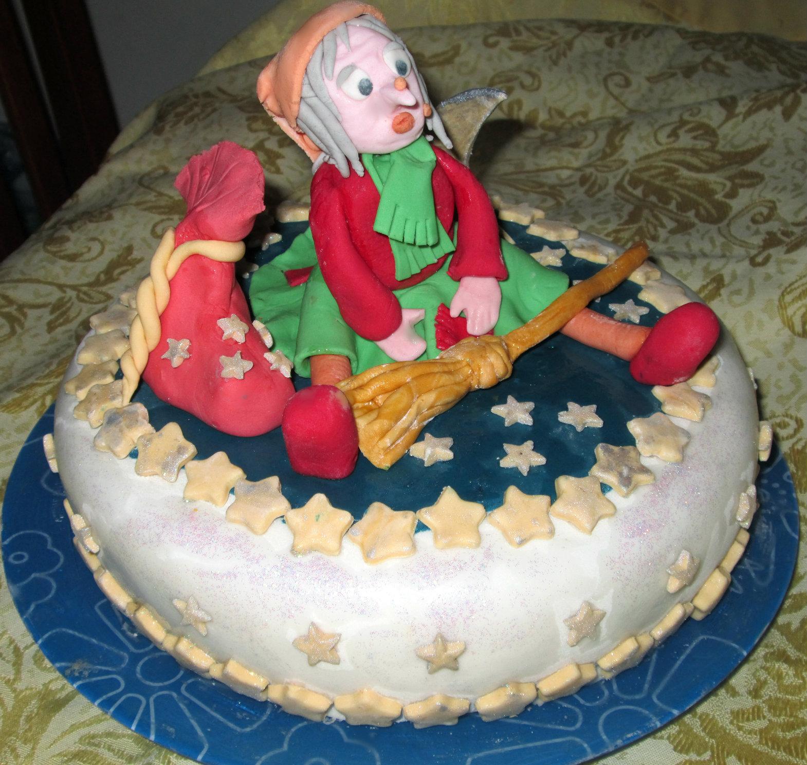 torta decorata befana vale cucina e fantasia