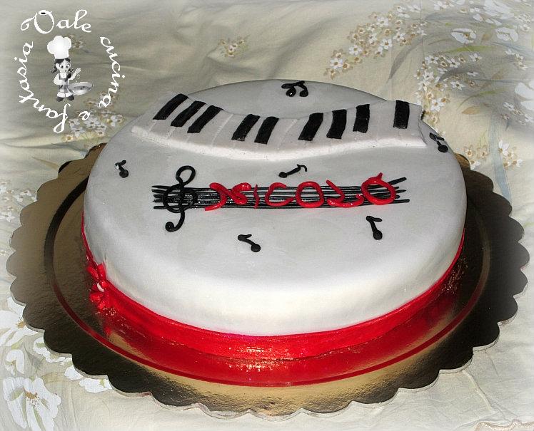 torta musicale in pasta di zucchero,vale cucina e fantasia