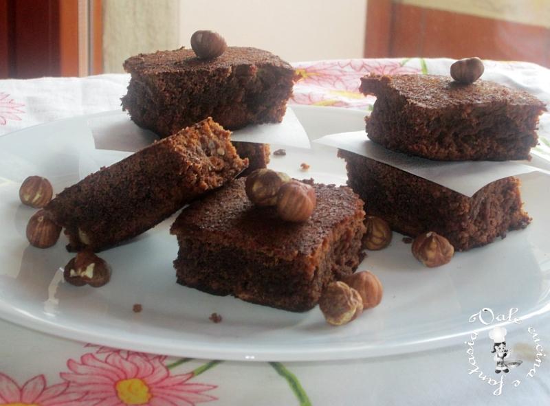 Brownie al cioccolato al latte e nocciole