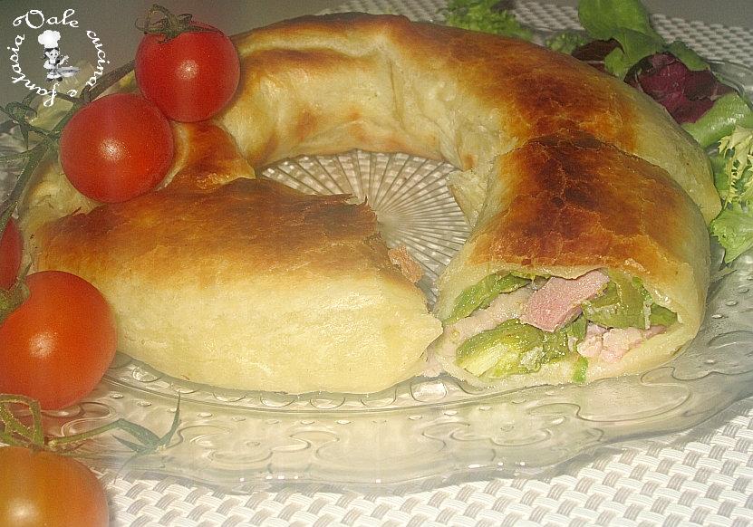 Ciambella di pasta sfoglia con asparagi e pancetta