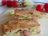 Pizza ripiena con wurstel,patate e mozzarella