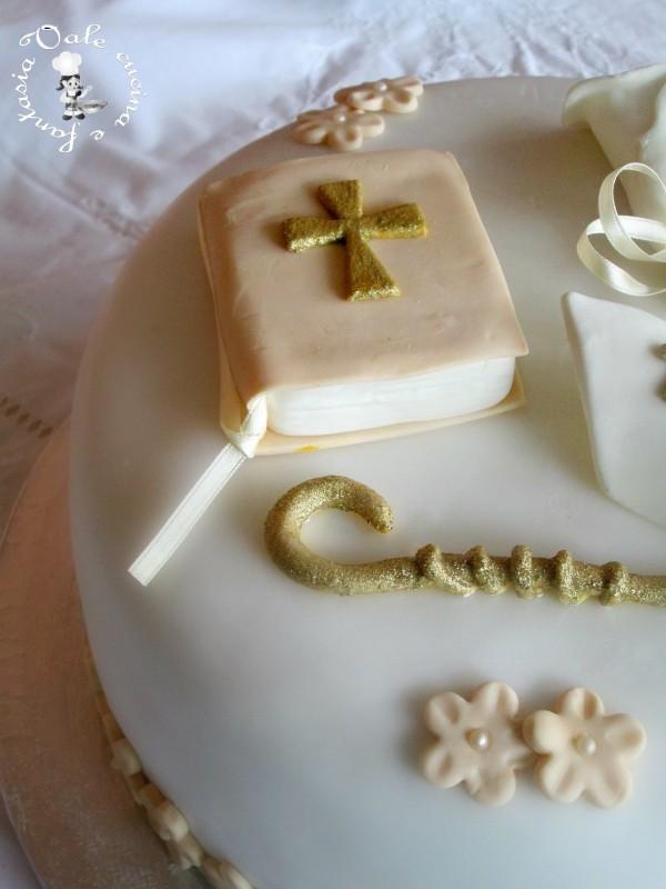 Torta decorata in pasta di zucchero per cresima for Pasta di zucchero decorazioni