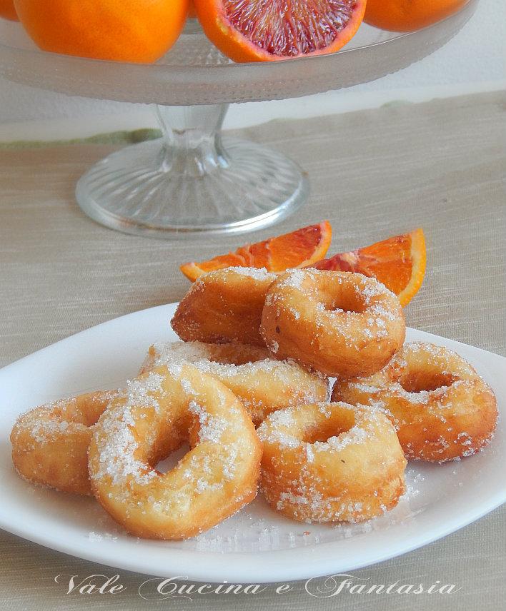 Ciambelline fritte con arancia e ricotta