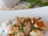 Bocconcini di pollo con pinoli e salsa allo yogurt,ricetta leggera