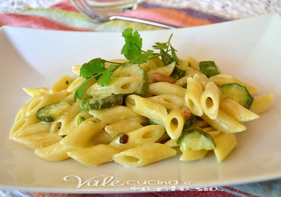 Pasta con zucchine e pinoli ricetta facile