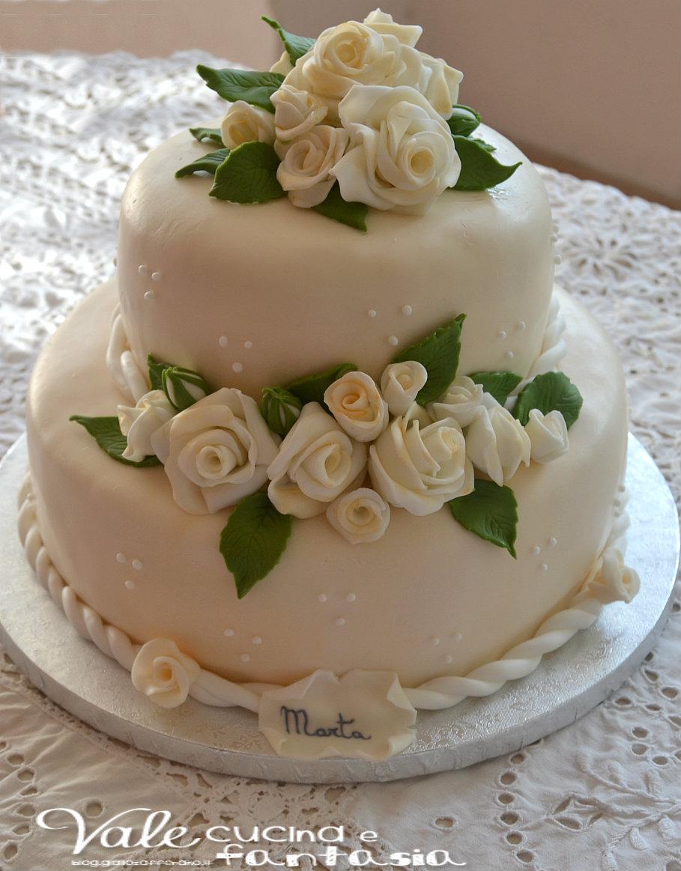 Torta a due piani con rose decorata in pasta di zucchero for Vecchi piani colonica con foto
