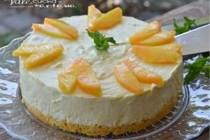 Torta fredda con pesche e crema
