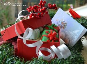 Pacchettini regalo al cacao e arancia decorati