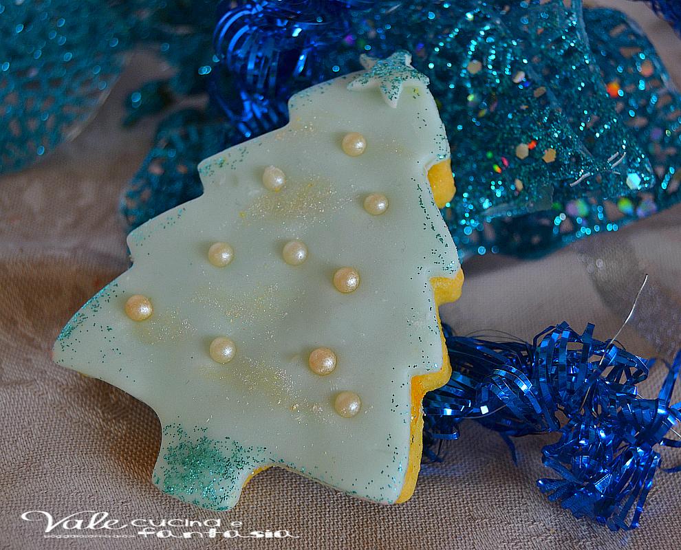 Biscotti di Natale decorati con pasta frolla all'arancia
