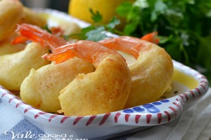 Gamberi fritti in pastella ricetta di pesce facile